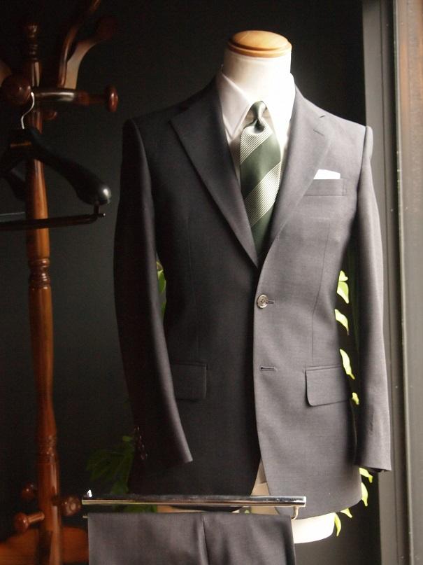 オーダースーツ チャコールグレイ フィボナッチ紳士洋品店